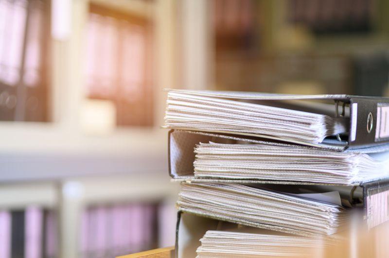 Foldery z dokumentami do niszczenia